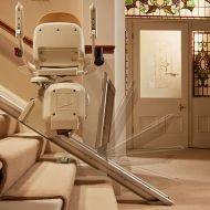 Столче за изкачване на стълби за трудноподвижни хора