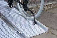 Сгъваема рампа за инвалидни колички 910 мм